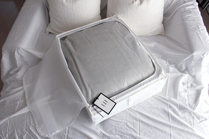 クイーンサイズの羽毛布団なら1枚入ります。布団の数に合わせてケースをいくつか使っても良いですね。