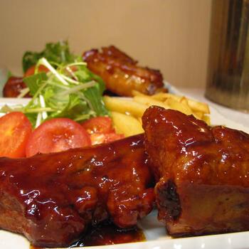豚スペアリブなど少しくせのあるお肉には、香ばしいコクのあるガストリックがよく合います。こちらは、醤油やみりんなどの和の調味料とガストリックがバランスよく調和した照り煮。生姜もさっぱりときいています。