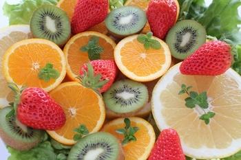 フルーツの盛り合わせなどにガストリックをかけるのもいいアイデア。深いコクのエキスが、フルーツのおいしさをより引き立てます。大人のデザートとして、いかがですか?