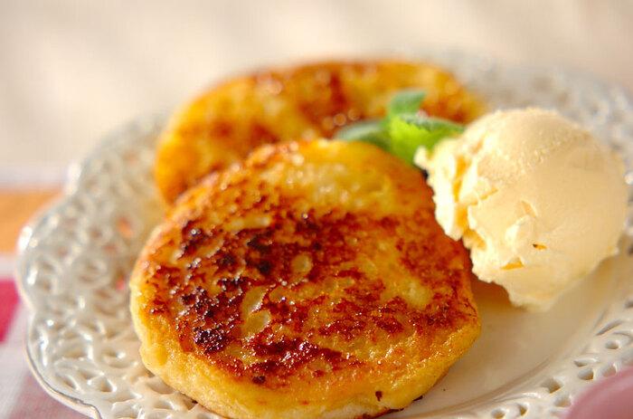卵液をたっぷりしみこませたイングリッシュマフィンをカリカリになるまで焼いて。バニラアイスと一緒に食べると絶品です。