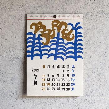 シンプルですが、四季のある、日本らしい暮らしを感じさせるイラスト。版画のようなインクで印刷されており、手のぬくもりを感じるような風合いに親しみを感じますね。