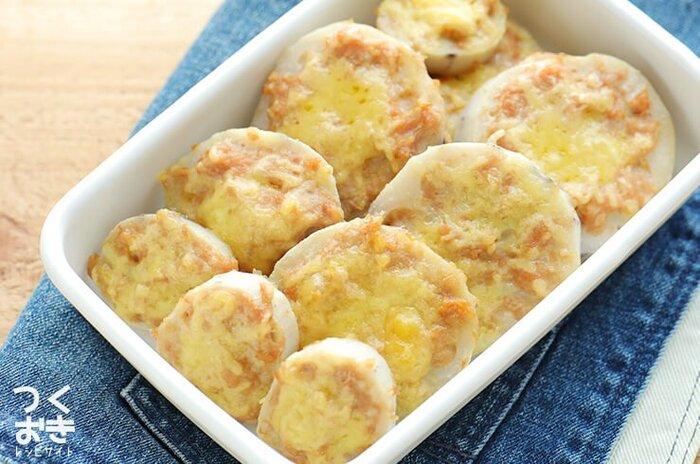 れんこん肉づめチーズ焼きは、みそ×チーズでコクのある味わいが特徴です。  れんこんのシャキッとした食感とまろやかな味わいがクセになります。 冷めてもおいしいレシピなので、お弁当のおかずにもぴったりです♪