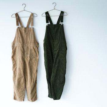 どこか上品で大人っぽい。「オーバーオール&サロペット」秋の着こなし