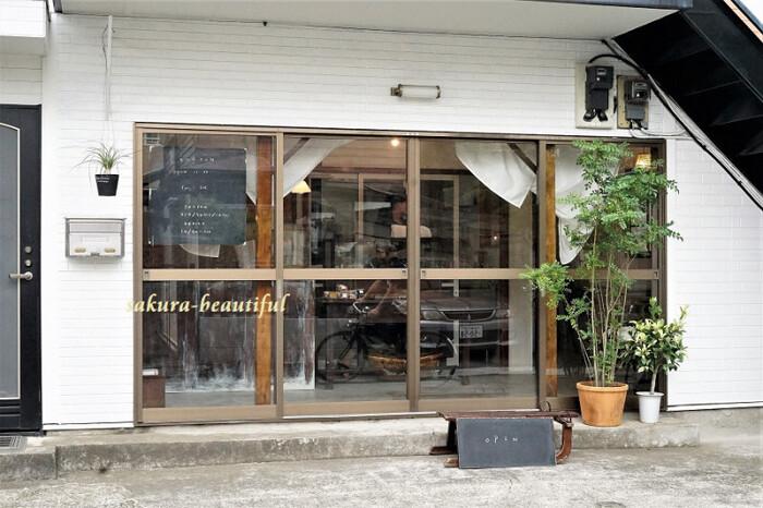 富士見通りから少し奥に入った住宅街にある「BORTON(ボートン)菓子屋」。大きなお店ではありませんが、口コミやSNSで話題になり人気を集めているパティスリーです。