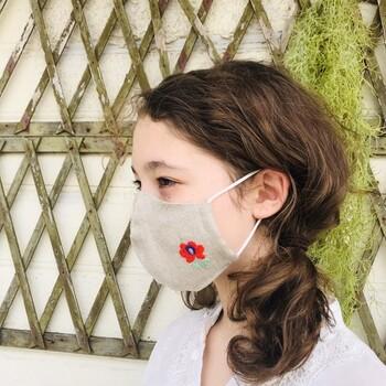 毎日の外出に欠かせない「マスク」は、いまやファッションの一部。マスクに自分好みのワンポイントをプラスしてみると・・・お出かけがより楽しくなりますよ♪