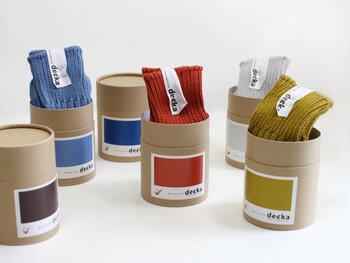 """続いてこちらもカラーバリエーション豊富な""""decka""""(デカ)の靴下。質の高いベーシックな靴下を追及しているブランドです。"""