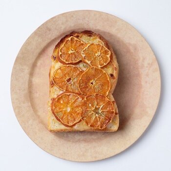 そのまま食べるのはもちろん、アレンジするのもおすすめです。温州みかんはみかんジャムとチーズを合わせてトーストに。りんごや柿も、チーズとの相性が良いんですよ。意外と美味しい組み合わせを見つけてください♪