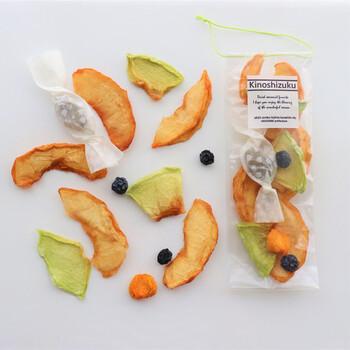 白桃やシャインマスカット、メロンといった珍しいドライフルーツのセット。砂糖不使用で、フルーツ本来の甘みと爽やかな味わいを楽しめます。ちょっとリッチなドライフルーツは、プレゼントにもぴったり♪