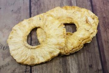 濃厚な甘みとジューシーさが魅力のパイナップル。ビタミンや食物繊維がたっぷり含まれています。グラノーラやヨーグルトに混ぜるのが人気♪