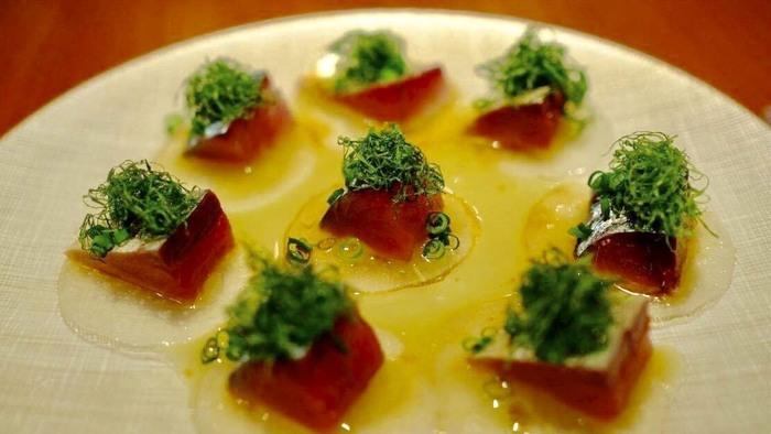 オススメは「真サバのマリネ」。フランス風の〆さばはとても新鮮で繊細な味わいです。一品一品しっかりボリュームがあるので、お腹も大満足です♪
