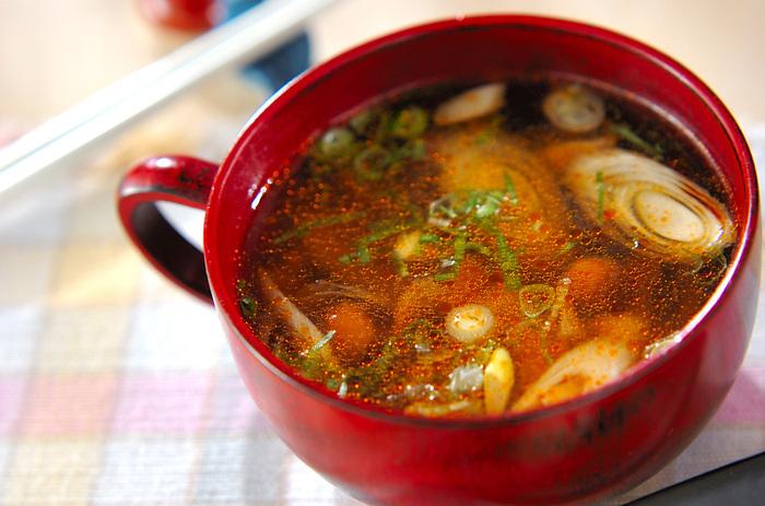 ラー油の辛味と酢の酸味が後を引くサンラータン。なめこがたっぷり入り、食感も良くとろみと辛味で食欲もアップ。冬のブランチやランチに最適です。