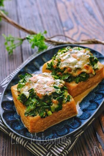 ニラたっぷりでスタミナ◎!絹厚揚げのニラ味噌マヨチーズ焼きです。トースターで焼き上げると、香ばしい味噌とトロリと溶けたチーズが厚揚げと相まって食欲をそそります。あと一品欲しいときやおつまみにもおすすめです♪