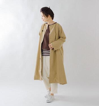 秋のコートの王道カラー。どんなカラーと合わせても素敵だけど、白~ベージュ~ブラウンのグラデコーデでほっこりした気分のコーデにまとめました。