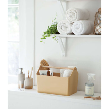持ち運びも簡単で、リビングやキッチン、洗面所などで手軽に使えるお片付けボックスとしても大活躍。コスメやブラシなど置き場所に困りがちな小物を収納したり、子供のおもちゃ箱代わりとしてもおすすめです。