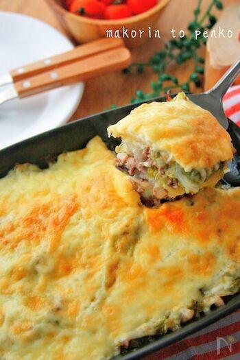 電子レンジとオーブントースターのダブル使いで、鍋もフライパンも不用の簡単レシピ。ミンチに混ぜる舞茸が柔らかさとコクと旨みをプラス。ミンチの旨みを吸ってチーズがからんだ白菜はいくらでも食べられます。