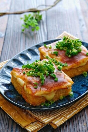 あと一品ほしい…そんなときにピッタリのレシピです。お手頃価格の厚揚げでできるのもうれしいポイント。キムチ+マヨネーズ+チーズは誰でもハマる美味しさです。