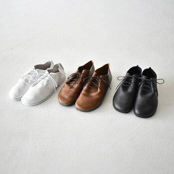 秋になったら履きたくなる靴。「レースアップシューズ」のカラー別カタログ
