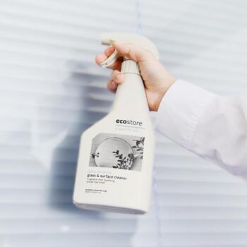 家を清める大掃除には、せっかくなら環境に配慮した洗剤を使いたいですよね。  環境保護活動暦25年のエコ専門が立ち上げたニュージーランドのecostore(エコストア)。植物由来の製品で、サトウキビを使った再生可能なエコパッケージを使用。窓だけじゃなく、鏡やサッシ、ガラスケースなどがピカピカになりますよ。