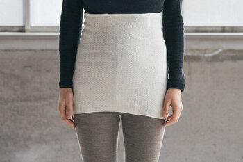 シルクと綿を配合した腹巻は、伸縮性があり肌触りが気持ち良い♪お腹と腰をすっぽり包んでくれて、体全体が温まります。おうちの中でも外出する時も身につけていたいですね。
