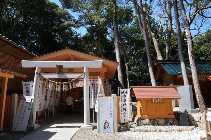 """女神と言われる玉依姫之命(たまよりひめのみこと)が宿る「神明神社」は、通称「石神さん」の名で親しまれています。""""女性の願いなら必ず一つは叶えてくれる""""との言い伝えがあり、毎年多くの女性参拝客が訪れます。"""