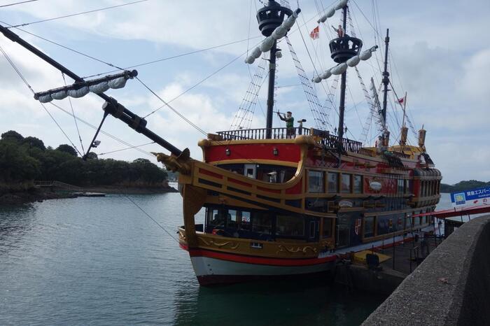 16世紀大航海時代のスペイン船をイメージした遊覧船であご湾を一周するクルージング「賢島エスパーニャクルーズ」はいかがですか?美しいリアス式海岸、伊勢志摩サミット開催の地である賢島、真珠養殖場などを眺めながら、1時間50分間の旅を優雅に堪能できます。