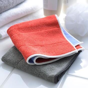 業務用としても使われているMQ-Dotex(エムキューデュオテックス)のクロス。窓拭きにはニットとテックスの2種類を使うのがおすすめ。濡らしたニットクロスで汚れを落とし、乾いたテックスクロスで吹き上げれば洗剤がなくても窓がピカピカに。  片面ニット、片面テックスのダブルクロスもあるのでお好みのクロスを選んでみて。