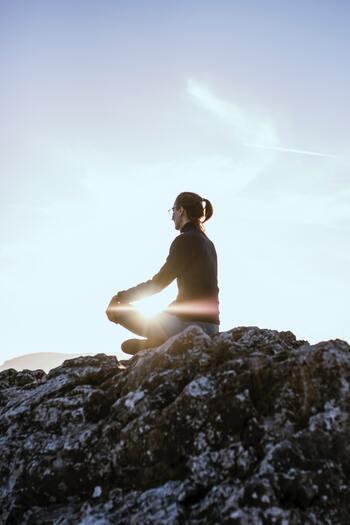 """心身のバランスを保つメソッド。「ヨガ」で得られる""""心と体""""の変化とは?"""