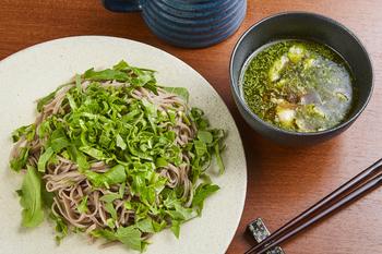 ランチは看板メニューの「ITAソバ」がおすすめ。信州蕎麦を、昆布とかつお節のかえしをベースにしたイタリア風アレンジのつけ汁でいただきます。「アラビアータ」や「ボロネーゼ」などメニューが豊富で、新しいお蕎麦の食べ方に出合えますよ。