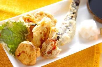 旬の野菜を丸ごと食べられる天ぷら。カットしたさつまいもやかぼちゃに薄く小麦粉を絡めて油に入れればサックリ美味しく揚がります。