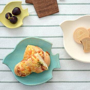 鳥モチーフの小皿は、ナチュラルで素朴な質感が魅力。丸みのあるシルエットと柔らかな色使いが優しい雰囲気で、おしゃれなカフェ気分を味わえます♪
