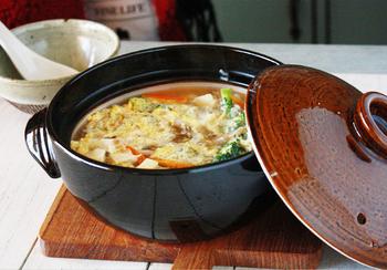 お肉や魚貝、野菜をたっぷり入れて煮込むだけで出来上がる鍋は、忙しい主婦のお助けメニューのひとつ。素敵なひとり鍋を手に入れれば、ひとりランチも楽しい時間に大変身ですよね。  外の寒さに負けないぽかぽか鍋でほっこり心もあったまってみませんか?ぜひ、ひとり鍋レシピにトライしてみて下さいね。