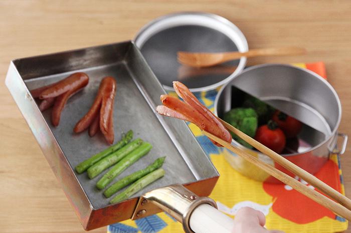 卵焼きを作るだけじゃなく、小さなフライパン代わりに、手早く少量の具材を炒めたり、お弁当のおかずを炒めたりするのに重宝します。