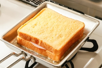 銅製ならパンケーキやフレンチトーストなどがおすすめ。キレイな焼き色に仕上がります。さらに四角い形はトーストやフレンチトーストを作るのに便利でバターが広がりすぎて無駄にならずにすみます。