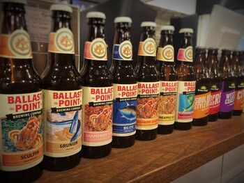 アメリカンクラフトビールを中心にセレクトしたドラフト(樽生)が5〜6種。ボトルも数種類を用意されています。昼間から贅沢にお酒とグルメバーガー。最強のコラボを心ゆくまで楽しみましょう。