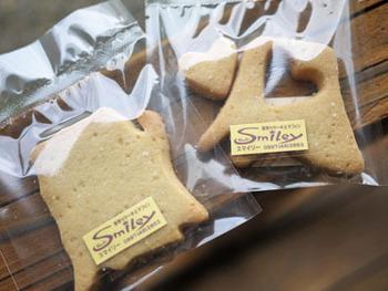 縄文杉やウィルソン株がモチーフの手作りクッキー。バターの風味が豊かで、サクサクの食感です。この他、屋久鹿、屋久島猿、ウミガメがモチーフのものもありますよ。