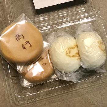 """どちらも""""饅頭""""とついていますが、外見通り『西行』は焼き菓子で、『虎子』は蒸し饅頭です。  創業当時から販売されている『虎子饅頭』は、大磯名物としても有名で、売れ切れ必至の人気商品。白い皮は、ふっくらとして厚みがあり、塩が効いたこし餡と絶妙な加減。ほっと和む素朴な味わいです。"""