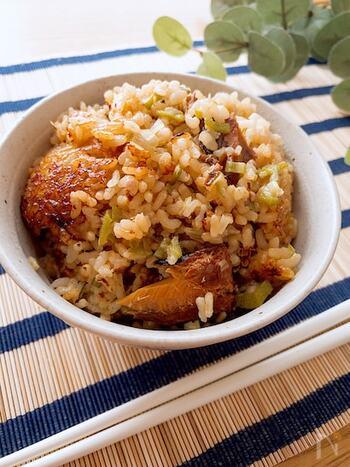 サンマの蒲焼き缶詰を使った、お手軽炊き込みご飯です。缶詰さえあればアレンジも簡単にできちゃいます。タレも無駄なく使うので、味付けもシンプルに。オクラのほどよい粘り食感とともに堪能して。