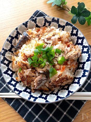 鯖缶にトマト、生姜など絶妙な組み合わせが美味な炊き込みご飯。鯖缶に白だしのうま味をプラス、そこに、トマトの酸味とさっぱりとした生姜の味わいが加わり、お箸がすすみます。