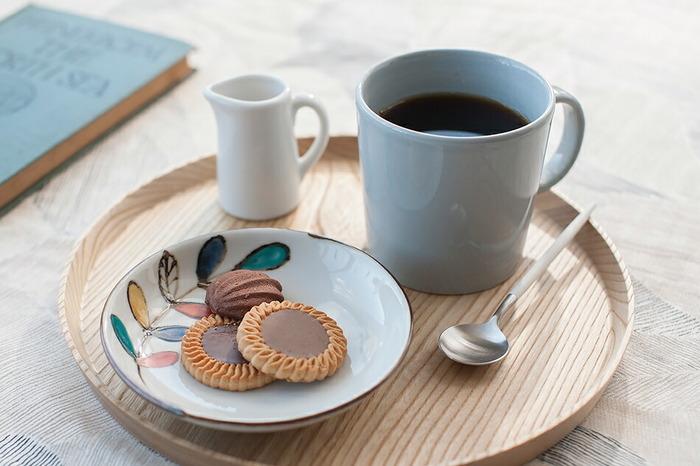 言わずと知れた有名ブランド「イッタラ」のマグカップ。無地のシンプルなデザインで、THEマグカップといった佇まいです。オーブンや電子レンジに入れられる頼もしさも魅力。