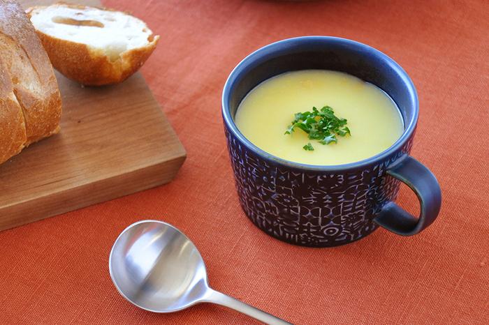 飲み物を入れる他、スープマグとして使うのもおすすめ。寒い時期は温かいスープが美味しいですよね!広口なので、スプーンですくいやすいのが嬉しい。