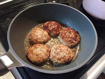 お好みのソースは?ごちそう感がうれしい「煮込みハンバーグ」のソース別レシピ