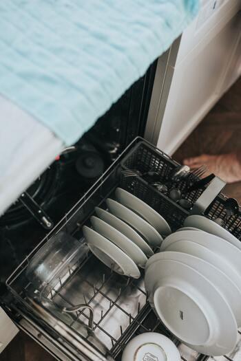 また、忙しい時には掃除を外注することもよくあります。食洗器などの家電を使って負担を減らしたり、お手伝いさんのような方を雇ったり。日本なら自分でやってしまうような簡単な家事を、自分でない物や人に任せることで、時間を浮かせることができるんですね。