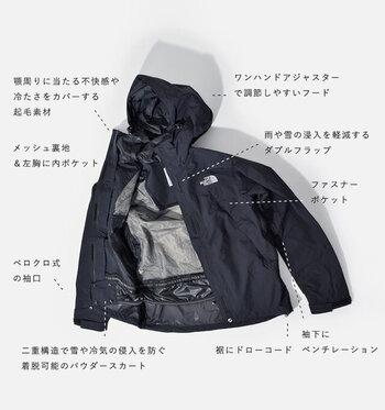 """★ハイキング時(登山時)の服装の基本は、""""重ね着して、寒暖に応じて脱ぎ着し、体温を調整する""""ことです。   ☆春夏:汗対策として、速乾性のアンダーウェアを着用し、寒さ対策として夏場であっても防寒着を持参しましょう。  撥水性に優れ、熱や蒸れを逃がす素材を用いた薄手ジャケットは、寒さ対策だけでなく、雨合羽代わりにもなるので、一枚あると便利。【「THE NORTH FACE」のスクープジャケット】"""