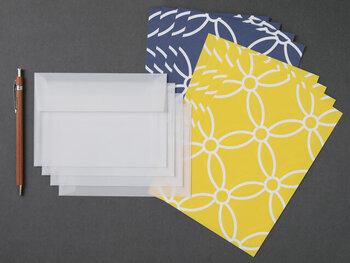 てぬぐいの柄をモチーフに作られた、和柄の便箋。黄色と青の2色の便箋が「星月夜」というネーミングにもぴったりですよね♪
