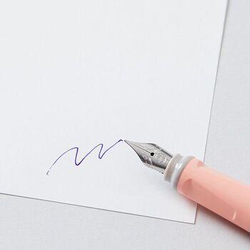 1883年に、ドイツで創業した筆記具メーカーの「KAWECO(カヴェコ)」。20世紀の始め頃に販売されていたシリーズが、復刻版として新たに登場しました。グリップが握りやすいよう、本体が16角形に作られているのが特徴。