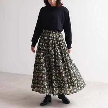 統一感で差をつける*同系色トップスと合わせる「柄スカート」コーデ