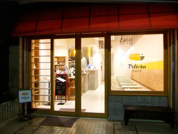 田原町駅から徒歩5分のところにある「ペリカンカフェ」。有名ベーカリー「ペリカン」の直営カフェであるこちらでは、予約なしでは買うことも難しい「ペリカン」の食パンを楽しむことができます。浅草に来たらぜひ立ち寄ってみたい人気店です。