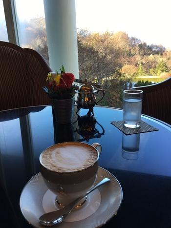 お料理、コーヒーやケーキなどのカフェメニューも充実しており、美味しいご馳走とともにほっと一息つきたい時もおすすめですよ♪ラウンジなのでお一人様でも入りやすい雰囲気なのが嬉しいですね。