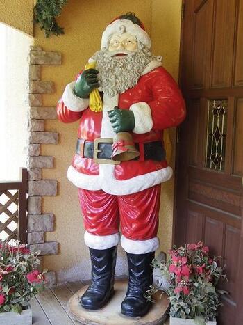 山中湖畔の観光スポットとして親しまれている「クリスマスの森・サンタクロースミュージアム」は、季節に関係なく1年を通してクリスマス気分が味わえます。