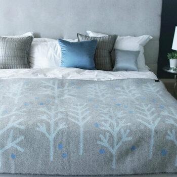 北欧ブランケットで作る、冬の温か「ベッド&ソファーメイク」
